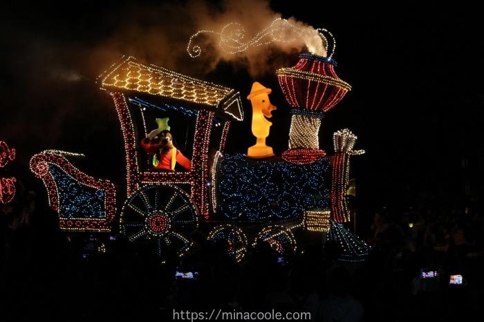 ディズニーランドのエレクトリカルパレードのグーフィー