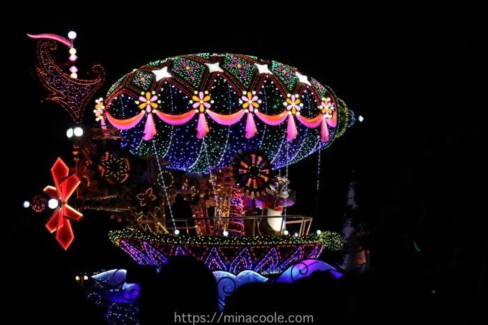 ディズニーランドのエレクトリカルパレードのチップとデール
