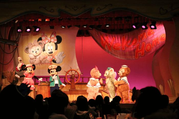 ディズニーシーのマイ・フレンド・ダッフィー上演中のミニー、ミッキー、シェリーメイ、ジェラトーニ、ダッフィー