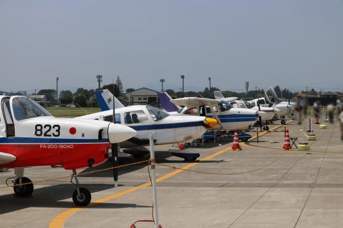 陸上自衛隊北宇都宮駐屯地開設記念イベントに展示された飛行機