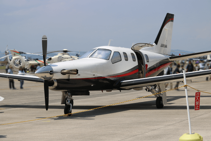 陸上自衛隊北宇都宮駐屯地開設記念イベントに展示されたプロペラ飛行機(ソカタTBM700)