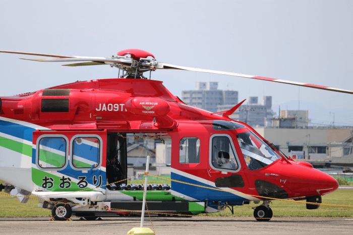 陸上自衛隊北宇都宮駐屯地開設記念イベントで展示中の栃木県防災ヘリコプター「おおるり」(AW139)