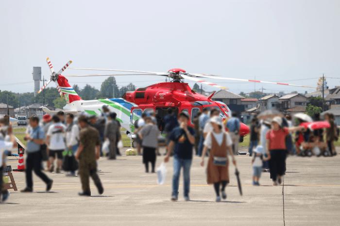 陸上自衛隊北宇都宮駐屯地開設記念イベントに展示中の栃木県防災ヘリコプター「おおるり」(AW139)