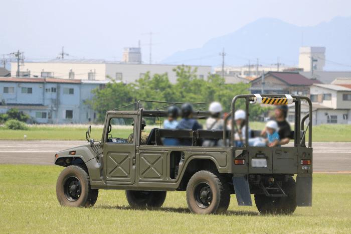 陸上自衛隊北宇都宮駐屯地開設記念イベントの高機動車試乗