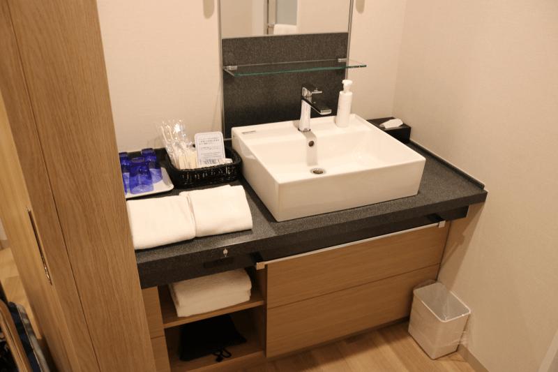 エミオンスクエア「スクエアフォースルーム」の洗面所