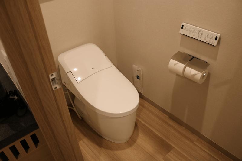 エミオンスクエア「スクエアフォースルーム」のトイレお風呂と別で落ち着きます