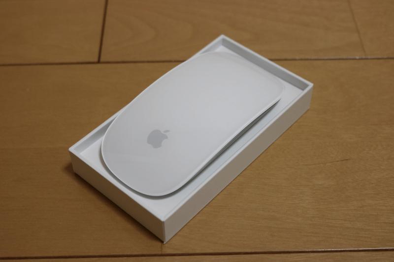 MacBook Pro 2017 と同時購入した Apple Magic Mouse2 の箱を開けた状態