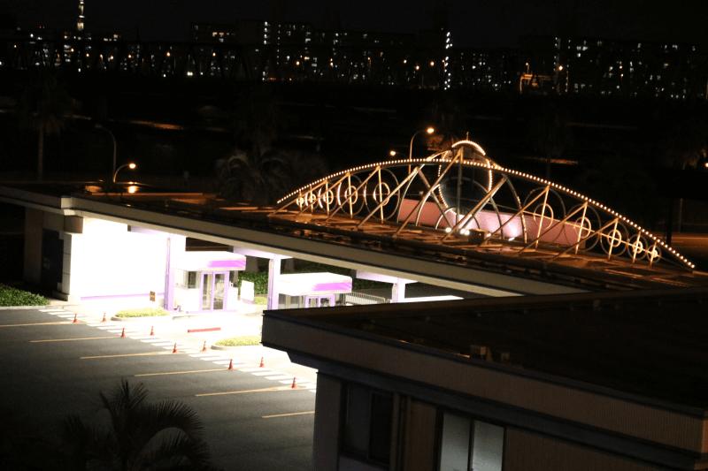 夜のディズニーランド・パーキング入口の料金所