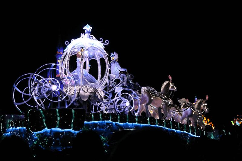 ディズニーランドのエレクトリカルパレード・ドリームライツのシンデレラ
