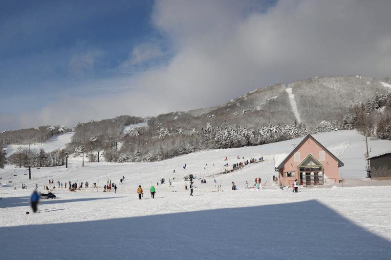 アルツ磐梯スキー場のスノーエスカレーター空いてるところ