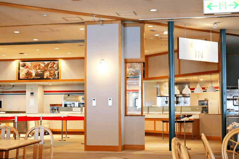 アルツ磐梯スキー場のレストラン磐梯食堂2階の配膳カウンター