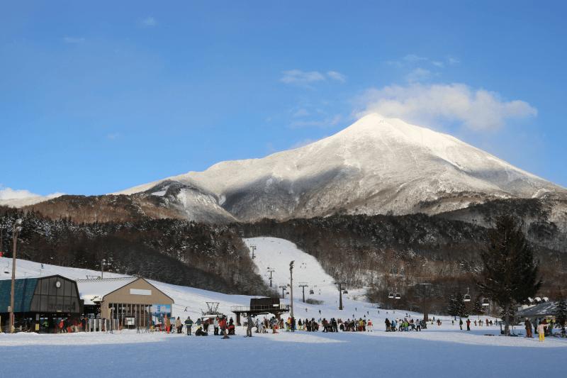 アルツ磐梯スキー場のリフトとゴンドラ