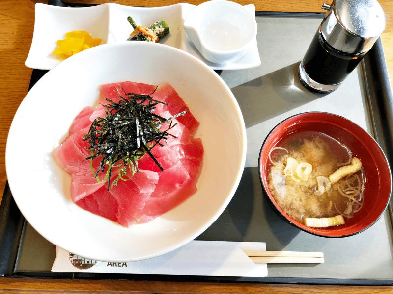 那須高原SA(上り)テラス レストランの「まぐろ丼」