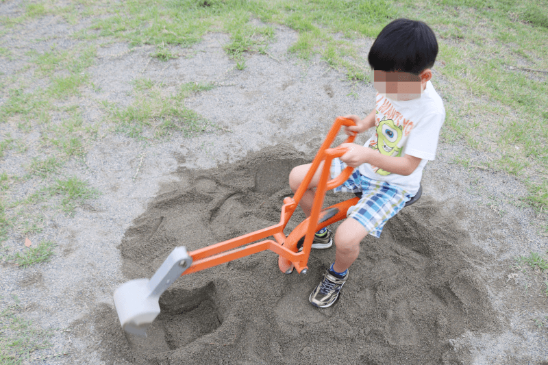 さくら市水辺公園の遊具で遊ぶくるくん