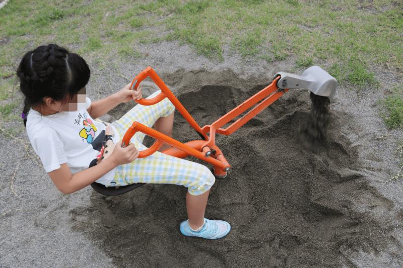 さくら市水辺公園の遊具で遊ぶみなちゃん
