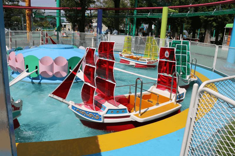むさしの村のアトラクション「回転ボート」