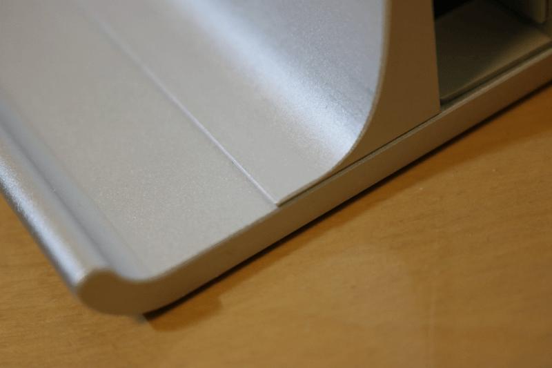 2台収納できるダブルスロット調整式縦置きノートパソコンスタンド