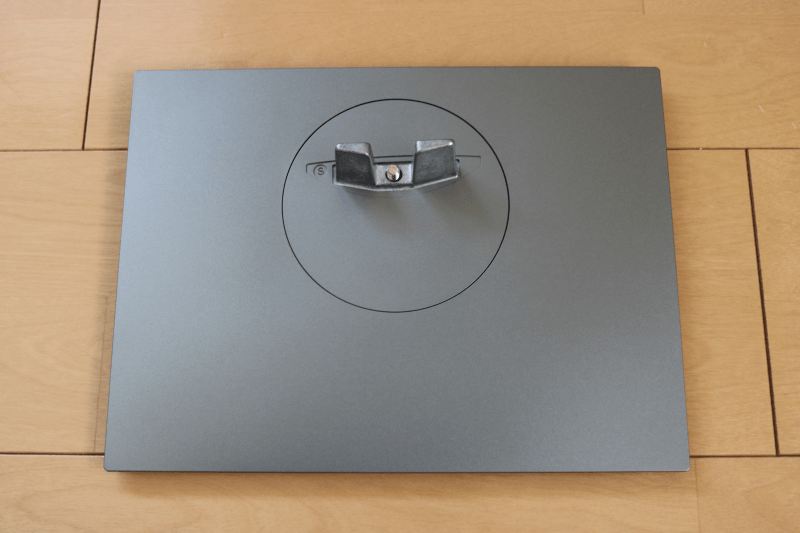Dell デジタルハイエンドシリーズ U2720Q 27インチ4K HDR USB-C モニタ-:スタンド台 表側