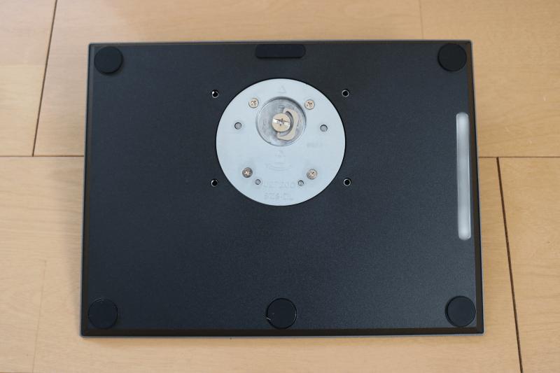 Dell デジタルハイエンドシリーズ U2720Q 27インチ4K HDR USB-C モニタ-:スタンド台 裏側