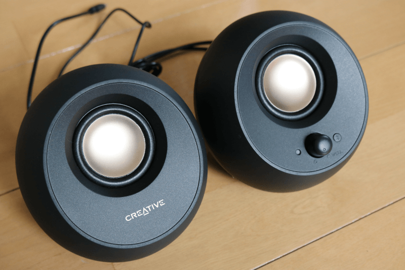Creative Pebble V3レビュー外部ディスプレイ接続でスピーカー共有