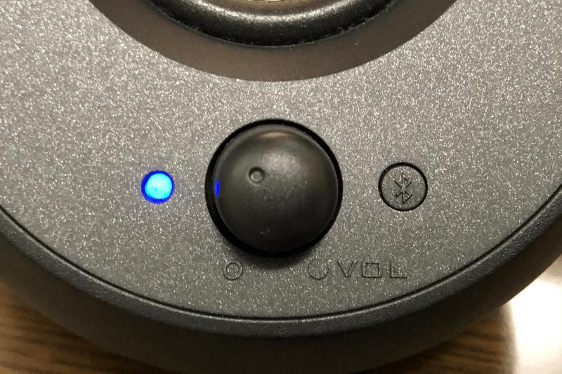 Creative Pebble V3(クリエイティブ ペブル ブイ3)PCスピーカー:接続先の切り替え方法とLEDインジケータの見方
